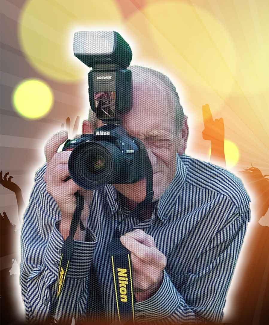 Hendrik mit Nikon Kamera und Hintergrund